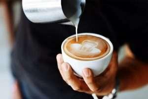 el café está oscureciendo tus dientes