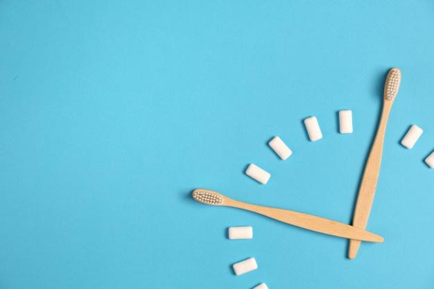 ¿Con qué frecuencia y durante cuánto tiempo hay que cepillarse los dientes?